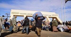 الرعايا المصريين المغادرين ليبيا يطلبون من زملائهم عدم العودة إلى مصر