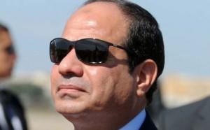 السيسي يتفقد الحدود مع ليبيا