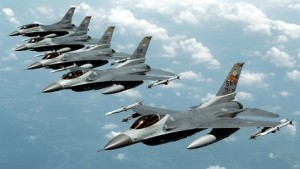 طائرات من سرب F16 المقاتلة التابعة للقوات الجوية الاماراتية