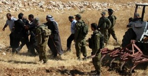 قوات الاحتلال تستهدف المزارعين شرق دير البلح