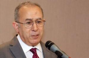 لعمامرة يدعو الى احترام السيادة الليبية