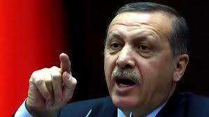 محكمة تركية تحبس 17 شرطيا يواجهون المحاكمة في قضية التنصت غير قانونية