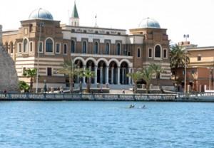 مصرف ليبيا المركزي يؤكد أنه لم يستلم أي معاملات تتعلق بصرف مرتبات أو منح طلبة
