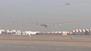 أول رحلة حول العالم باستخدام طائرة تعمل بالطاقة الشمسية