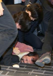 إصابة السفير الاميركي في سيول بجروح بالسكين في هجوم شنه قومي كوري 1