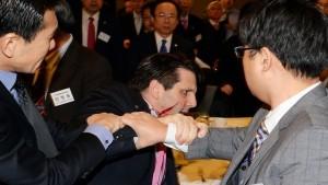 إصابة السفير الاميركي في سيول بجروح بالسكين في هجوم شنه قومي كوري