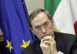 إيقاف وزير داخلية الفرنسي السابق في قضية تمويل القذافي لحملة ساركوزي الانتخابية