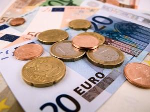 اليورو عند مستويات قياسية أمام الدولار منذ 12 عاما
