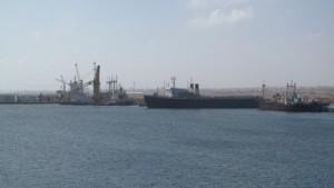 انتهاء المرحلة الأولى لمشروع الحاويات بميناء الخمس البحري