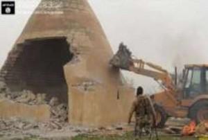 تنظيم داعش يجرف آثار مدينة الحضر التاريخية جنوبي الموصل العراقية