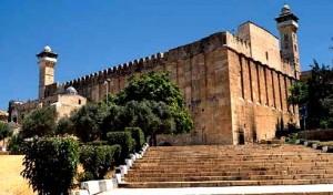 سلطات الاحتلال الإسرائيلي تمنع رفع الآذان بالمسجد الإبراهيمي بالخليل