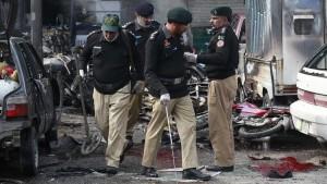 مقتل 6 اشخاص بهجوم انتحاري مزدوج على قداس في لاهور شرقي باكستان