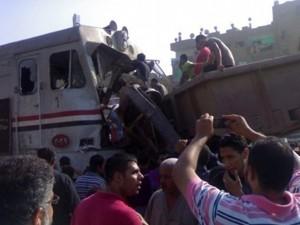مقتل 7 اشخاص واصابة 24 اخرين فى تصادم قطار وحافلة مدرسية بمصر