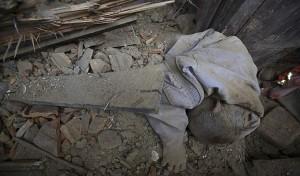 ارتفاع حصيلة ضحايا زلزال نيبال إلى 3218 قتيلا وأكثر من 6500 جريح2