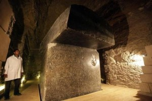 اكتشاف مقبرتين فرعونيتين ترجعان لنحو 4200 عام جنوبي القاهرة