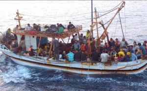 مهاجرون غير نظاميين يؤكدون ان رؤوس أموال خليجية من السعودية والامارات وراء تدفق الهجرة الى أوروبا عبر السواحل الليبية