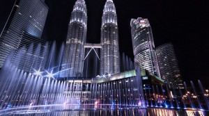 ماليزيا ستعيد قوارب المهاجرين غير الشرعيين إلى عرض البحر