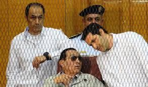 محكمة مصرية تقضي بسجن مبارك ونجليه 3 سنوات في إعادة محاكمة في قضية فساد