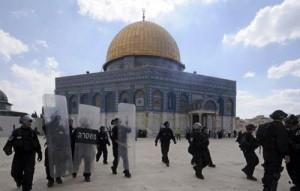 مستوطنون متطرفون يقتحمون المسجد الأقصى