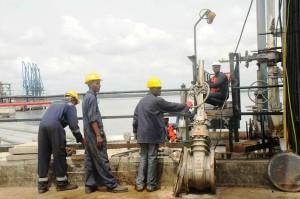 نيجيريا تخفض دعم البنزين بنسبة 90 بالمئة