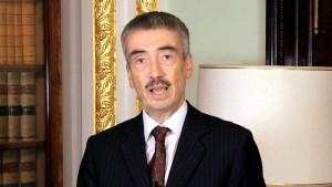 السفير البريطاني لدى ليبيا يؤكد ان حل الأزمة الليبية بيد الليبيين أنفسهم