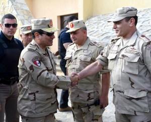 السيسي يتفقد منطقة سيناء