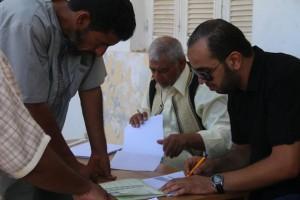لجنة شؤون النازحين بالمجلس البلدي صبراتة توزع معونات على النازحين بالبلدية