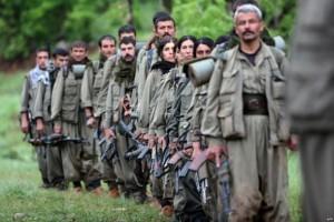 مقاتلوا الأكراد يطردون داعش من تل أبيض السورية الحدودية مع تركيا