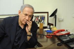 نتانياهو يجري اتصالا هاتفيا بعباس بعد مقتل طفل فلسطيني حرقا