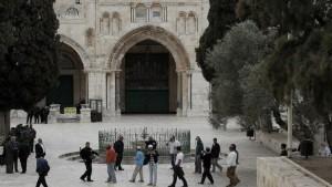 اشتباكات داخل المسجد الأقصى