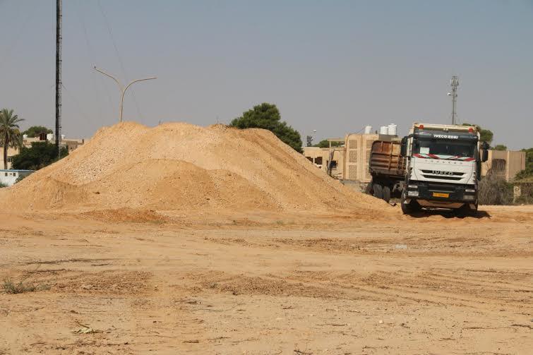 شركة الأشغال العامة مصراتة تواصل تنفيذ الطريق الدائري بصبراتة 4