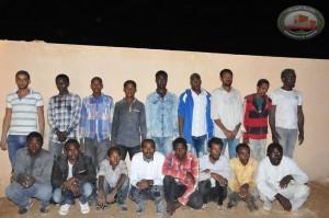 القوة الرابعة تلقي القبض على مهاجرين غير قانونيين في طريقهم إلى طرابلس