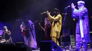 """جريدة الجارديان البريطانية تختار ألبوم """"شغيبون"""" لفرفة """"تيناروين"""" أفضل الالبومات الموسيقية العالمية لهذا العام"""