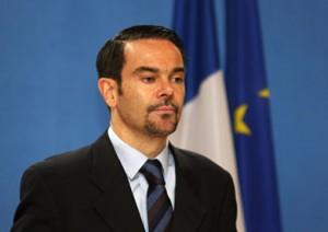 فرنسا تطالب بشكيل حكومة وحدة وطنية في ليبيا لاستعادة الأمن