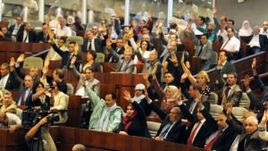 الجزائر  البرلمان يصادق بالأغلبية على تعديل الدستور الجديد