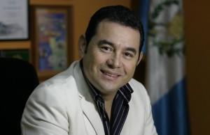 رئيس غواتيمالا يتبرع بـ 50% من راتبه للمحتاجين