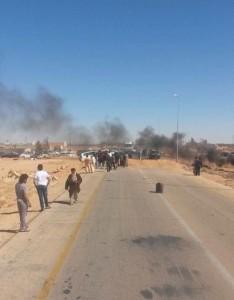 إغلاق الطريق الرابط بين طرابلس وسبها احتجاج على عدم استحداث بلدية الحمادة الحمراء
