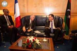 السراج يبحث مع وزير خارجية الفرنسي تطورات الموقف السياسي في ليبيا