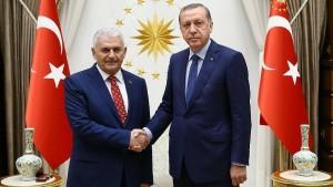 رئيس الوزراء التركي يعلن التشكيلة الوزارية الجديدة