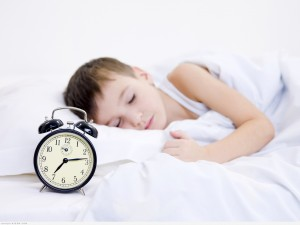 دراسة أمريكية نوم الأطفال مبكرا قد يحميهم من البدانة في مرحلة المراهقة