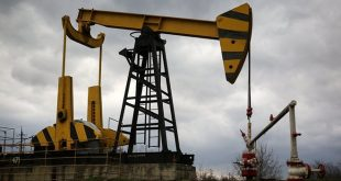 النفط ينخفض بفعل ارتفاع مخزون أمريكا وتوقعات متفائلة للإنتاج الصخري