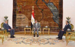جانب من استقبال السيسي لحفتر - الصفحة الرسمية للمتحدث الرسمي لرئاسة الجمهورية